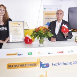 Gewinner Kategorie 1 Marfi. Überreichung der Urkunde an die Landesgruppe NRW der Marfan Hilfe