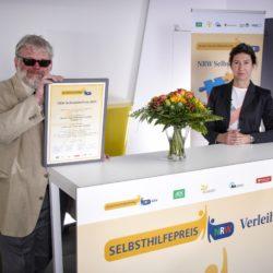 Gewinner Kategorie 2 da da da rk. Überreichung der Urkunde an den Blinden- und Sehbehindertenverein Westfalen